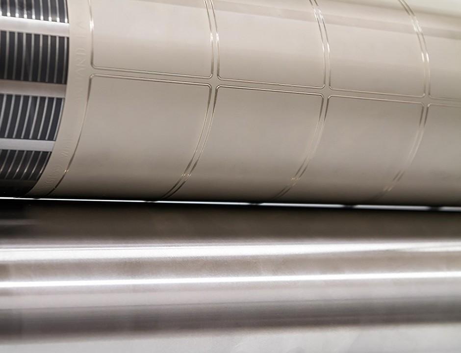 Nahaufnahme des Spalts zwischen Magnet- und Gegendruckzylinder