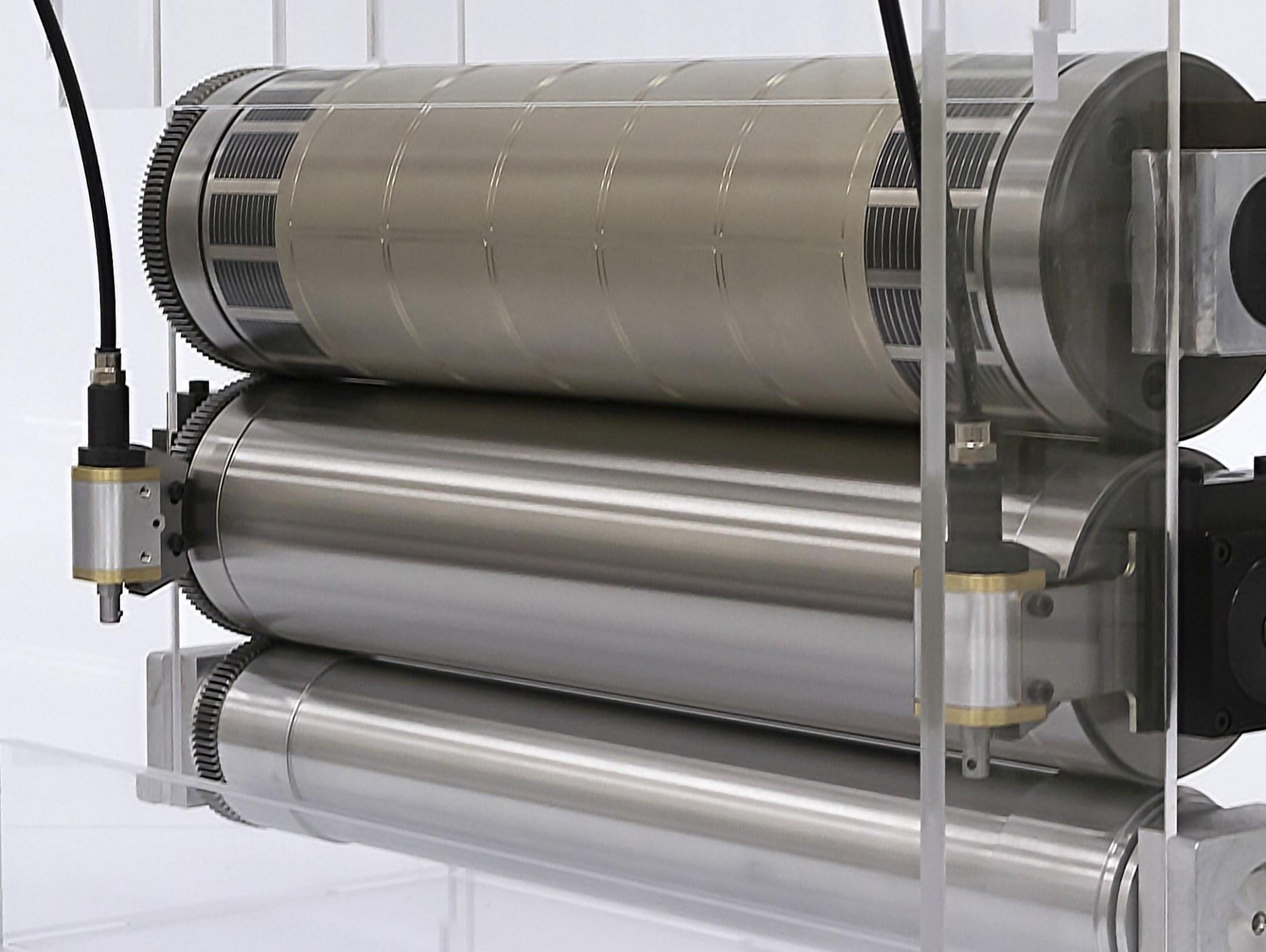 Der verstellbare Gegendruckzylinder Wink Gapcontrol by Rototechnix erlaubt beidseitige, hoch präzise Spaltmaßanpassungen bei größter Stabilität