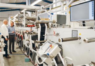 Die Etikettendruckerei Oscar Mahl mit Sitz in Schwäbisch Hall druckt mit LED-UV-Farben