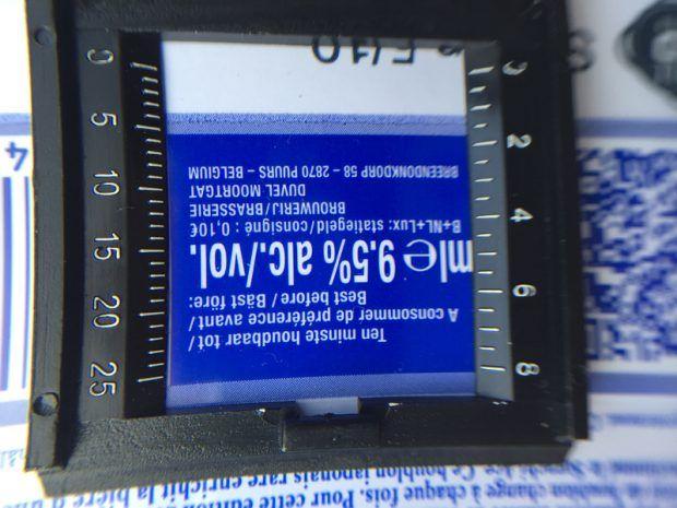Kleine Texte auf den Etiketten erscheinen mit Full HD klarer und besser lesbar