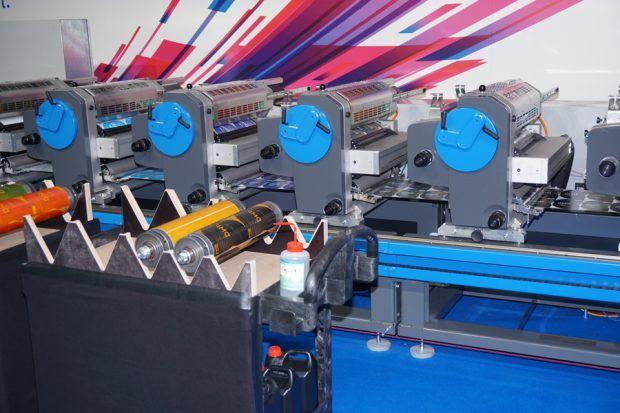 Druckwerke der Labelmaster mit den neuen leichtgewichtigen Druckformträgern aus Aluminium im Vordergrund