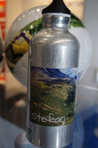 Eine mit der Omnifire 250 personalisiert bedruckte Flasche
