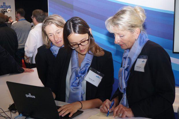 Stets ein Herzstück jeglicher Fachveranstaltung: Die Damen an der Rezeption