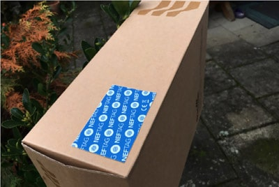 Temperaturlogger auf Transport-Verpackung