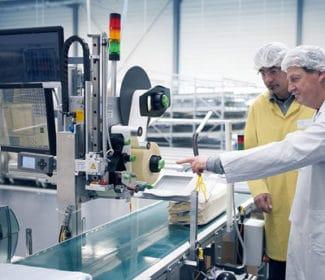 Blick auf die Etikettieranlage bei Geiger Textil