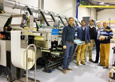 Etikettendruckerei Arvanitis vor Gallus-Maschine