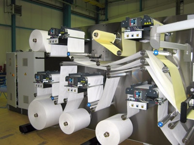 Zusammenfügen verschiedener Materialien zur Herstellung von Luftfiltern für die Automobilindustrie