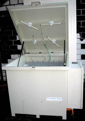 flexoMat 630/1000 heißt ein Reinigungsgerät für Rasterwalzen, Farbwannen und Kleinteile