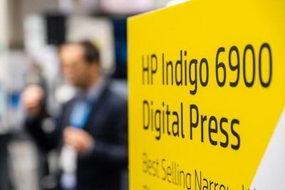 Auf der Labelexpo unterschrieb die K-D Hermann GmbH contact Labelling Systems den Kaufvertrag für die neue HP Indigo 6900