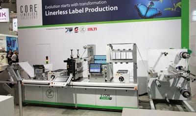 Mit der auf der Labelexpo gezeigten S-CON Starline von Spilker kann Etikettenmaterial ohne Träger verarbeitet werden. Das Inspektionssystem verbessert die Produkt- und Prozessqualität