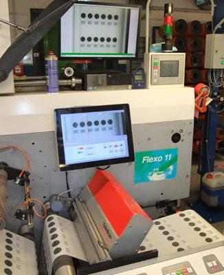 Mit TubeScan-Systemen stellt die Barthel Gruppe heute in mehreren Konfektionier- und Druckmaschinen sicher, dass keine fehlerhaften Etiketten zu den Kunden vordringen