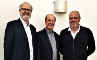 30 Jahre erfolgreiche Zusammenarbeit (v.l.): Thomas Eisner, Zecher GmbH; Reinhart Dortschy, Dortschy GmbH & Co. KG und Rüdiger Wand, Zecher GmbH