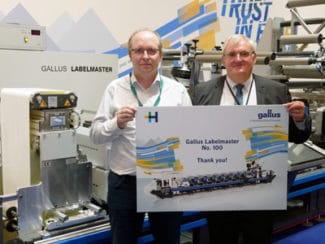 Philippe Carre von Heidelberg Frankreich gratuliert Christian Linossier von Interfas zur 100. verkauften Gallus Labelmaster