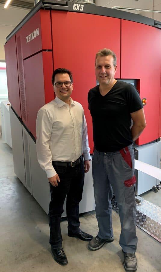 Dr. Benjamin Rüdt von Collenberg (links) und Operator Peter Böhmländer vor der CX3