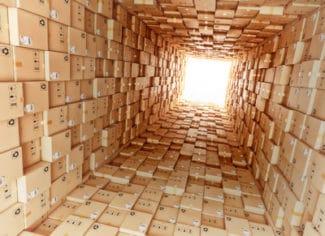 Es gibt Licht am Ende des Tunnels: Trägerlose Versandetiketten tragen dazu bei, die rapide Zunahme des weltweiten Paketaufkommens umweltfreundlicher zu gestalten.