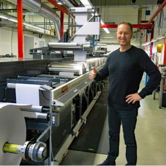 Geschäftsführer Erik Berg vor seiner neuen Nilpeter FA-22