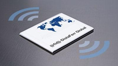 Das ((rfid))-DistaFerr Global Label mit Dualband-Antenne ermöglicht die Auslesung in den Frequenzbändern ETSI und FCC gleichermaßen und ist damit weltweit einsetzbar