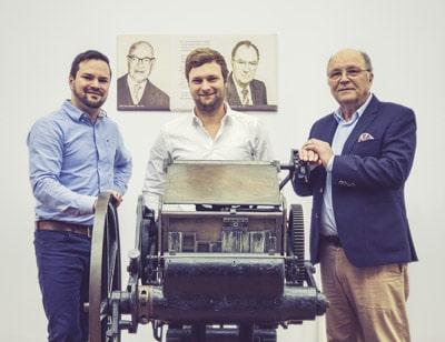 Dr. Franz-Josef Vollherbst übergibt ein innovatives und gut geführtes Familienunternehmen an seine Söhne Stefan (l.) und Matthias Vollherbst