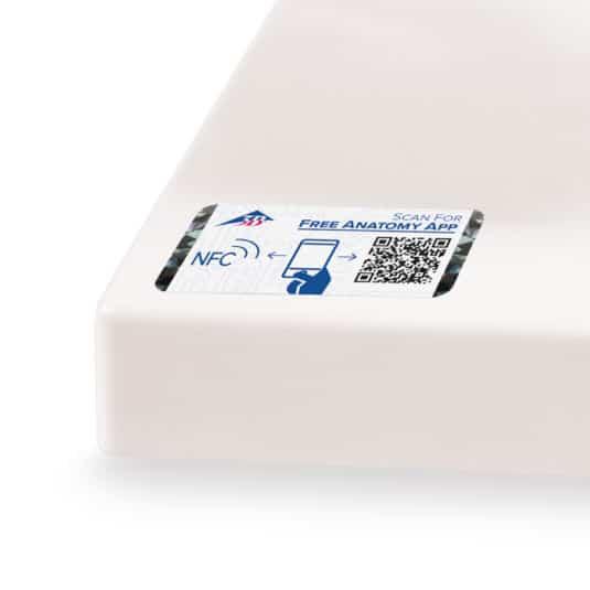 Smart-Label mit integrierter NFC-Technologie, individualisiertem Aufdruck und Hologrammstreifen