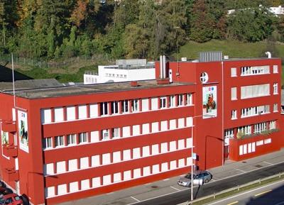 Blick auf die Unternehmenszentrale von Schmid Rhyner in Adliswil/CH (Quelle: Altana)