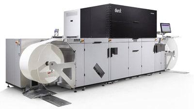 Die Chromos GmbH in Augsburg hat den Servicebereich rund um digitale Drucksysteme wie die Durst Tau RSCi personell ausgebaut. (Quelle: Durst)