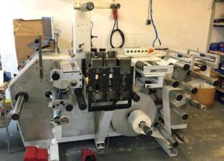 Die betagte Maschine von 1993 bekam eine neue Steuerung, Pneumatik und Elektrik und ist damit fit für die modernen Anforderungen (Quelle: S.E.N.)
