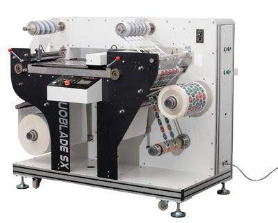 Zur Weiterverarbeitung von gedruckten Etiketten wird das Finishing-System Duoblade SX angeboten (Quelle: Grafische Systeme)