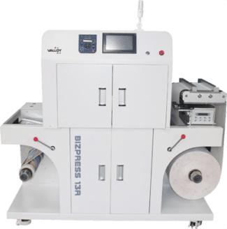 Die Bizpress 13 R ist ein tonerbasiertes Vollfarb-Drucksystem, in dem Rollen in einer Breite zwischen 210 mm und 330 mm verarbeitet werden können (Quelle: Grafische Systeme)