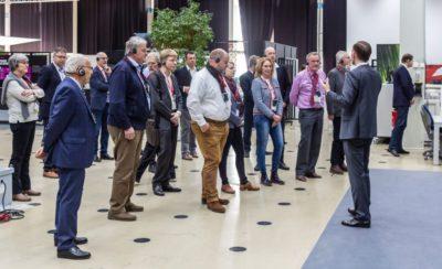 Gespannt lauschen die VskE-Mitglieder den Ausführungen zur Technik (Quelle: Michael Scherhag)