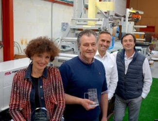 (v.l.n.r.) Christelle und Laurent Fenot Colorado Etiquettes, mit Tom Cavalco von Mark Andy und Jean Louis Pecarelo von Atypic im Unternehmen in Rouen (Quelle: Mark Andy)