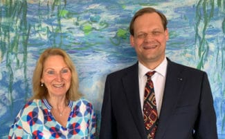 Die Geschäftsführer Anke Hoefer und Robert Mägerlein blicken auf ein Jahr erfolgrei-che Zusammenarbeit zurück (Quelle: Top-Label)