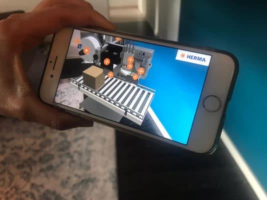 Dank Augmented Reality kann jeder Interessierte das InNno-Liner-System mit Smartphone oder Tablet in seine gewünschte Umgebung projizieren und dann in Aktion erleben (Quelle: Herma)