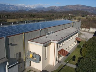 Das Produktionsgebäude im italienischen Udine mit 2000 m² Produktionsfläche (Quelle: Felga Etiketten)