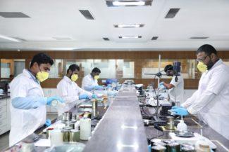 Hubergroup mit einer Reaktorkapazität von über 250 Kilotonnen pro Jahr produziert in seinen eigenen Werken in Indien vorrangig PU-Harze, UV-Oligomere, verschiedenste Polyester, Farbpigmente und Pigmentpräparate, sowie Additive zur Optimierung von Farben und Lacken (Quelle: hunbergroup)