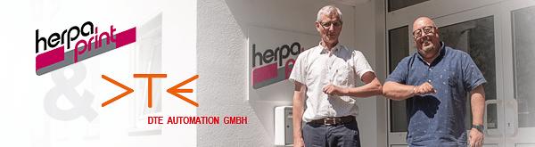 Arbeiten künftig noch enger zusammen: v.l. Andreas Rehsöft, Geschäftsführer DTE Automation GmbH und Michael Pack, Geschäftsführer herpa print GmbH (Quelle: herpa)