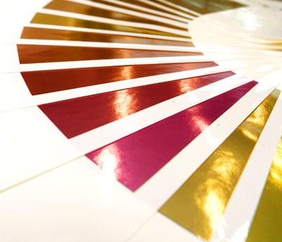 EcoLeaf-Farbfächer, der zeigt, dass mit Actega EcoLeaf zahlreiche Farbtöne erzeugt werden können (Quelle: Actega)