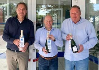 V.l.n.r: A. Prophitius (CEO Optimum Group Germany), Marc van Rijswijk (CFO Optimum Group), Ralf Christoffer (Managing Director SC Etiketten) Quelle: Optimum Group