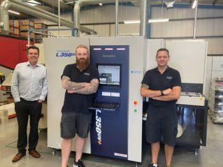 """James Lindsay, Geschäftsführer von PeterLynn (links im Bild): """"Die Nachfrage im digitalen Etikettendruck ist eklatant gestiegen. Zum Glück haben wir nun die L350UV+!"""""""
