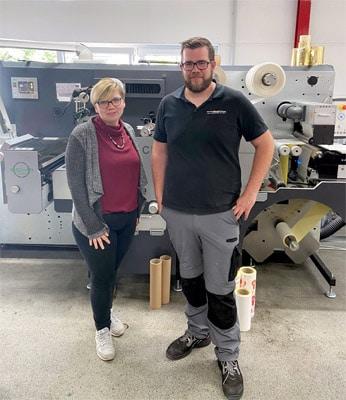 Die Geschwister Friederike (l.) und Martin Heckmann, die heute das Familienunternehmen leiten (Quelle: Kemna Druck Kamen)