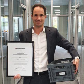 """Frank Jäger nahm als einer der drei Geschäftsführer von Faubel die Urkunde """"Deutschlands Innovativste Mittelständler"""" entgegen (Quelle: Faubel)"""