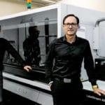 Geschäftsführer Joel Oschatz (l.) und Daniel Oschatz sind vom Leistungsspektrum der Canon LabelStream 4000 Serie überzeugt (Quelle: Oschatz Visuelle Medien)