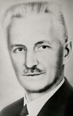 Herma Gründer Heinrich Hermann (1876 – 1939) entwickelte immer wieder neue Produkte und tüftelte sogar an den dafür notwendigen Produktionsmaschinen, weil sie so, wie er sie sich vorstellte, nicht zu kaufen waren (Quelle: Herma)