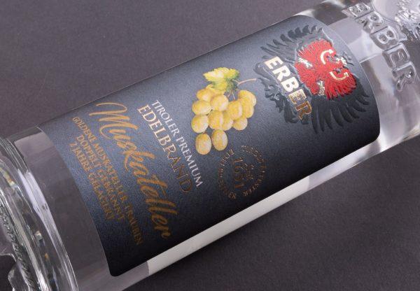 Eine der herausragenden Weinetiketten, die stellvertretend für viele weitere ausgezeichnete Produkte stehen (Quelle: Marzek Etiketten+Packaging)