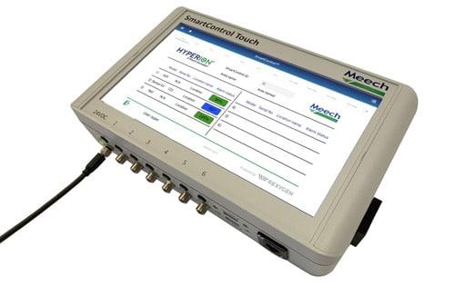 Mit SmartControl Touch von Meech sollen unerwünschte statische Aufladungen unter Kontrolle gehalten und reibungslose und sichere Produktionsabläufe gewährleistet werden (Quelle: Meech)