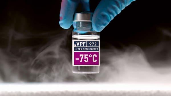 VPF 60659 PP weiß glänzend mit Klebstoff 972, 18 g/m² nach der Lagerung bei - 75 °C (Quelle: VPF)