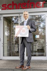 Geschäftsführer Roland Schreiner und seine Mitarbeiter können das 70ste Jubiläum zurecht mit Stolz auf das Geleistete feiern (Quelle: Schreiner Group)