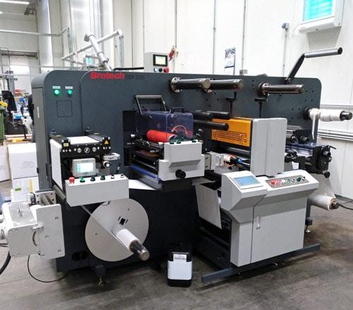 Die CDF 330 von Brotech überzeugt durch kompaktes Design, Vielseitigkeit und Produktionsgenauigkeit (Quelle: PrintsPaul)
