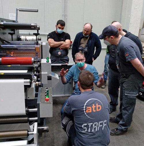 Paul Arndt, Geschäftsführer der PrintsPaul GmbH & Co. KG, bei der Schulung der Mitarbeiter von ATB Druck (Quelle: PrintsPaul)