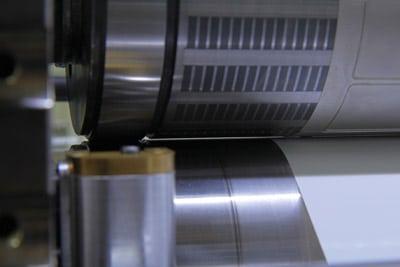 Nahaufnahme des Spaltes zwischen Magnetzylinder und Gegenstanzzylinder (Quelle:Wink)
