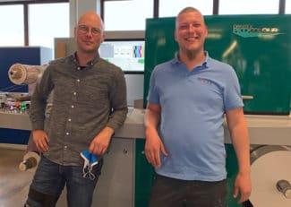Die beiden Geschäftsführer Rudolf und Martin Hauer freuen sich über die Installation ihrer neuen PicoColour (v.r.n.l.)